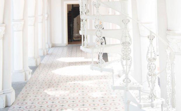 column-spiral-stairs
